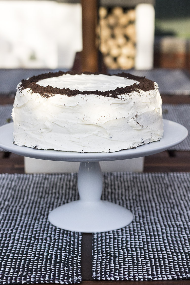 Try Making A Reverse Cookies And Cream Cake With Golden Oreos Instead Of Chocolate Ones This Is The Perfect For Fun Get Together Or Just Sweet