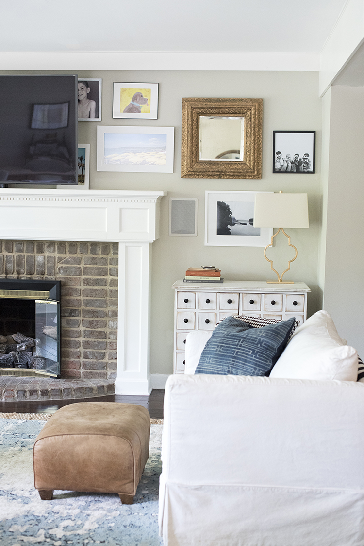 living-room-gallery-wall