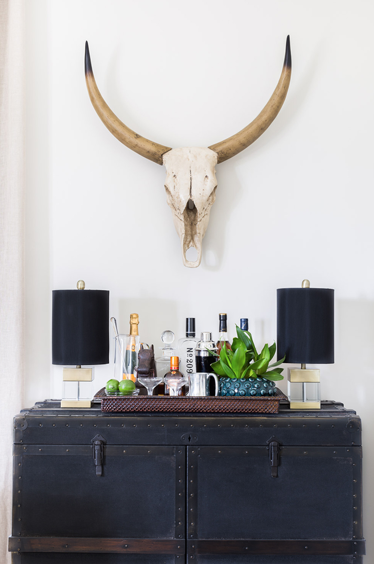 Navy Blue Bar Vignette
